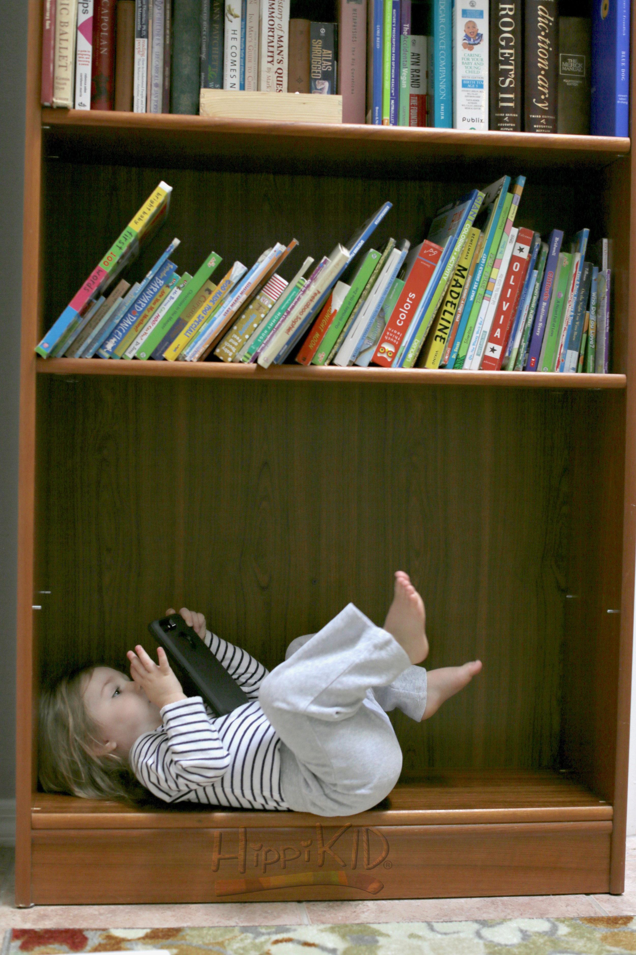 9U8A2794_bookshelf_wm.jpg