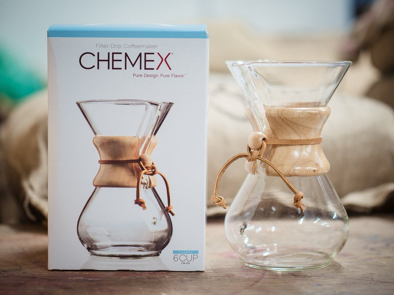 CHEMEX- The perfect pour over method for speciality coffee - Chemex is a great coffee brew method and ideal for making around 4-6 cups of coffee. The think filter papers are very different to the papers used with the Hario V60 and do make a significant difference to the final taste. Best used with a pouring kettle like the Hario 1L model. Filters for the Chemex are sold seperately and are not included in the box.