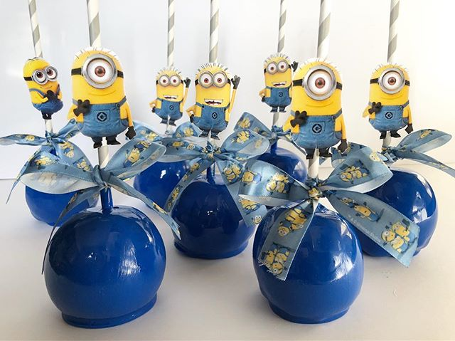 #swipeleft Minions Candy Apples for a special first birthday! . . . #Crave #CraveDessertStudio #Syracuse #Syracusebakery #SyracuseTreats #syracuseeats #cuseeats #upstateny #macarons #chocolatecoveredoreos #chocolatecoveredstrawberries #Chocolatecoveredpretzels #candyapples #chocolatecoveredricekrispies #blackowned #desserttable #cupcakes #edibleart #cravecups #customcakes