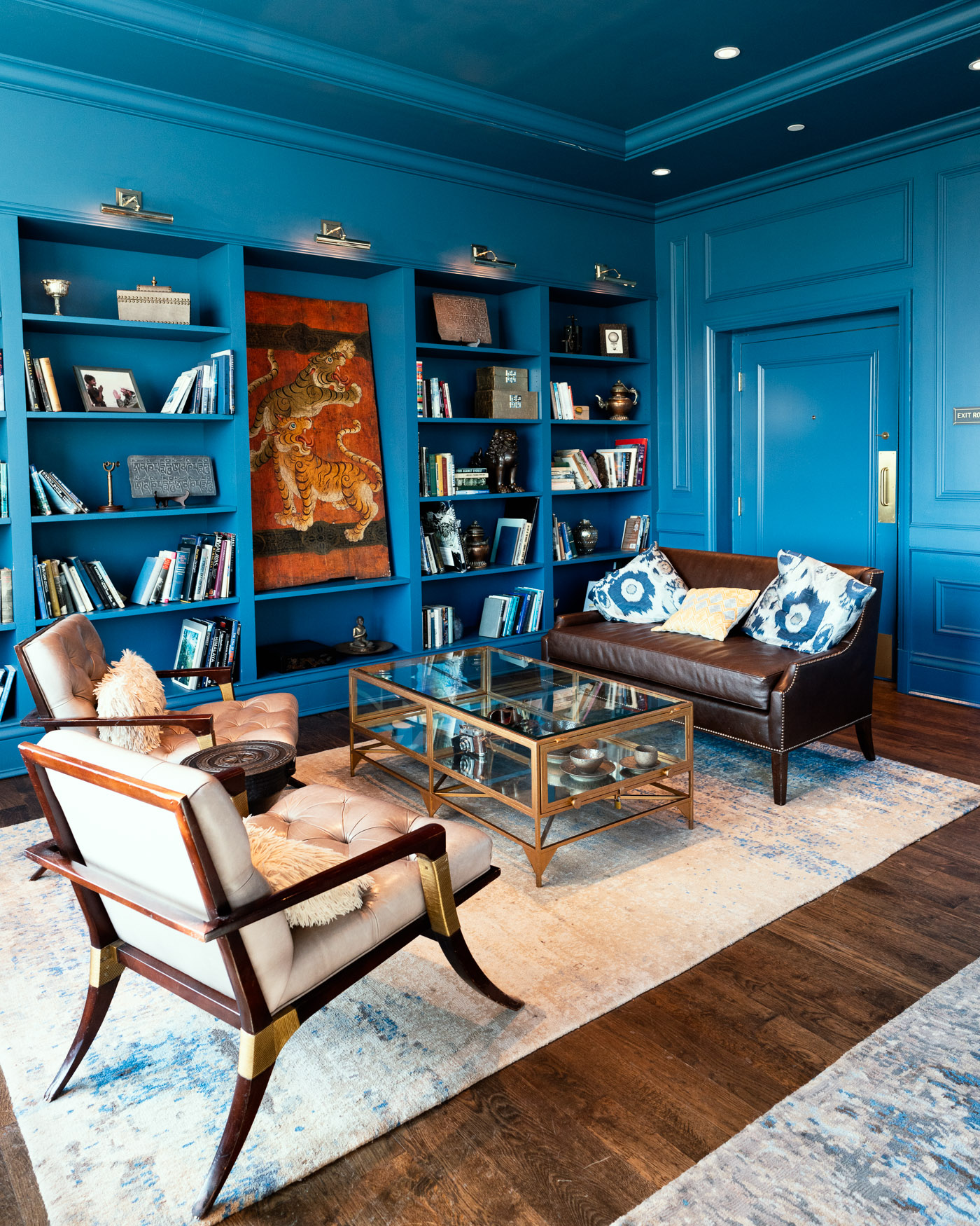 The blue library, is a perfect spot to work or relax, day or night.