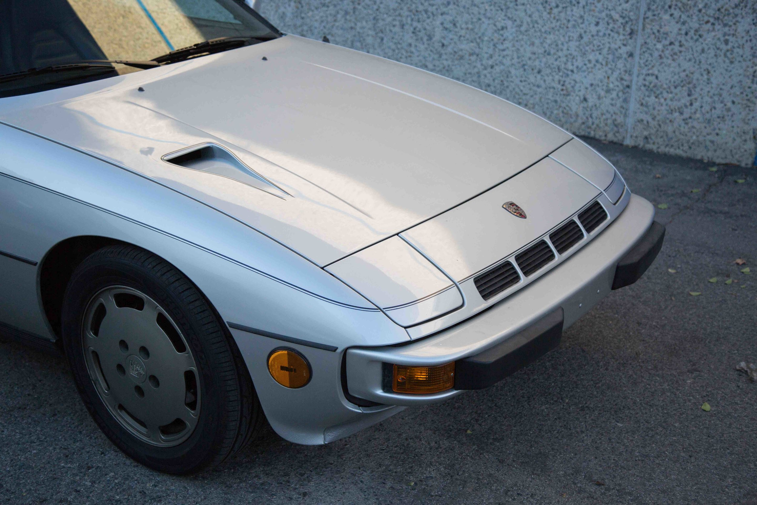 1980-924-Turbo-hood-view-makellos-classics.jpeg