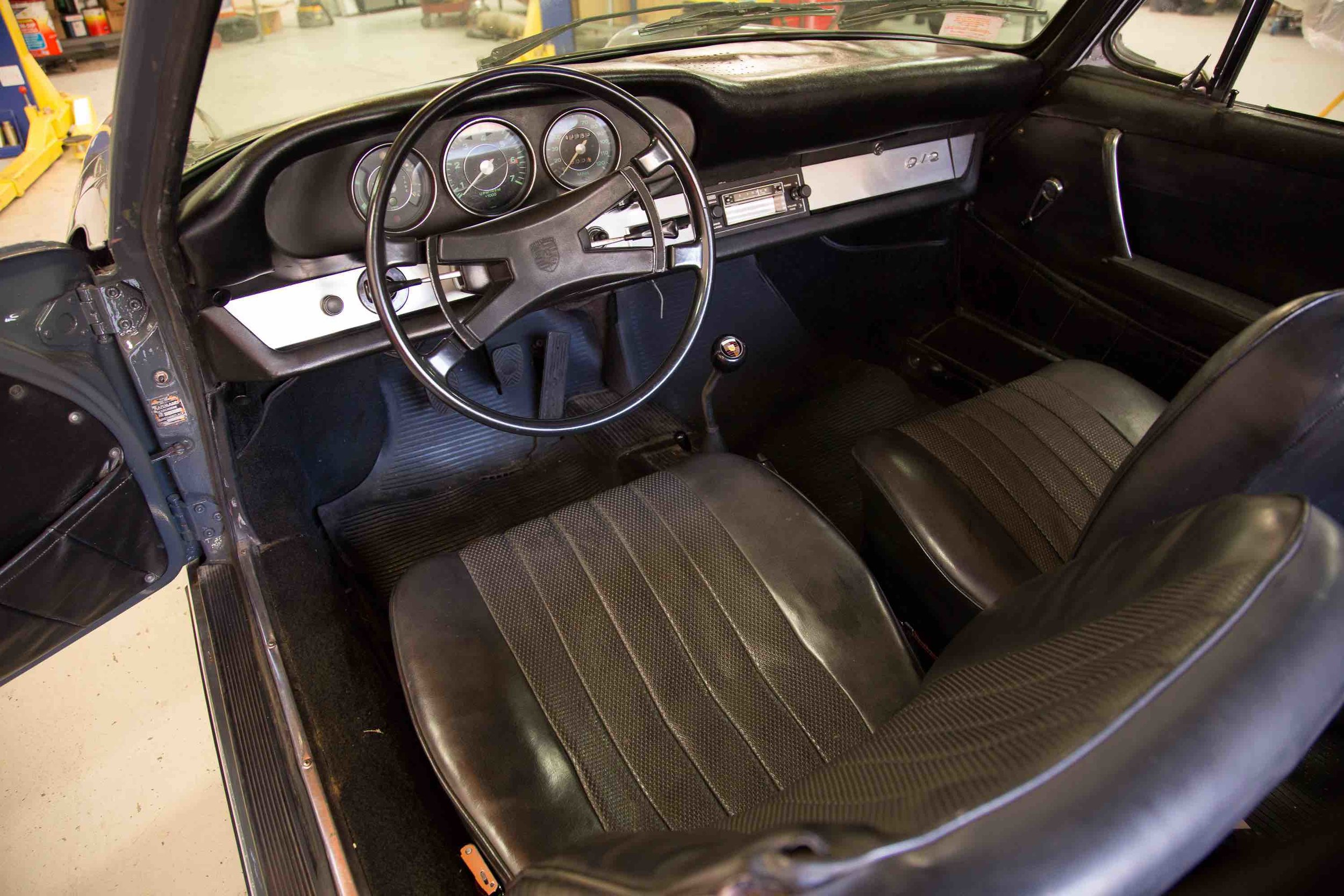 1966-porsche-912-slate-grey-makellos-classics-drivers-side-interior-steering-wheel.jpeg