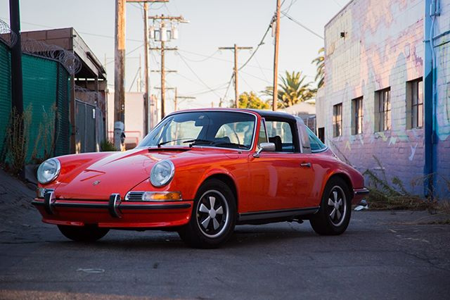This 72' 911T Targa in Tangerine was built for Friday drives. If you're going out on a drive this weekend, let us know where in the comments🏁. . . . . #porsche #porschehistory #porsche911 #porsche911t #porschemoment #porschepix #porschelife #porschelifestyle #porschelove #porschelovers #porschecollector #porschecollection #porschecollectors #porscheclub #porscheclubofamerica #porscheclubgb #porsches #porschegt2rs #singervehicledesign #911t #porscheclassic #porschetarga #targa #targatop #classicporsche #porscheclassicclub #porscheclassics #makellosclassics