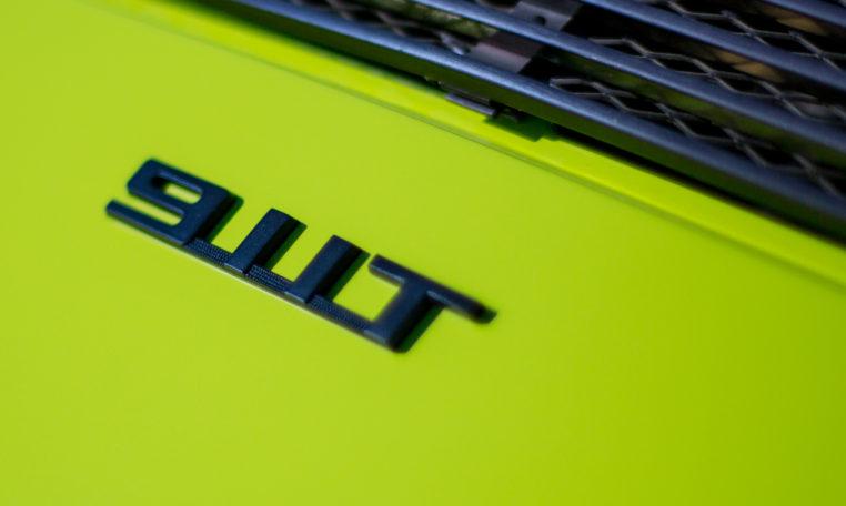 1973-porsche-911t-targa-chartreuse-makellos-classics-911t-emblem.jpg