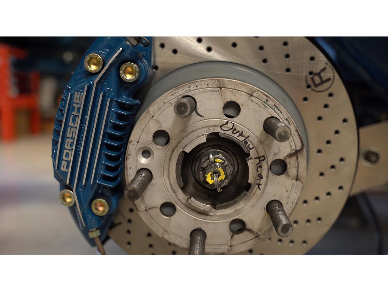 1979 930 Oslo Blue Porsche Hot Rod Turbo Makellos Classics 3.4 engine_0000s_0002_Episode 3.00_19_05_38944.Still012.jpg