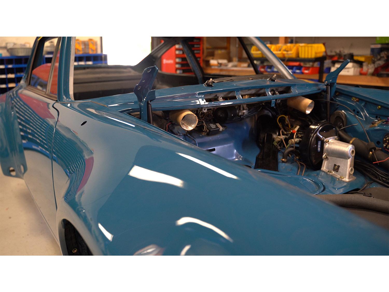 1979 930 Oslo Blue Porsche Hot Rod Turbo Makellos Classics 3.4 engine_0000s_0011_Episode 3.00_01_10_37183.Still003.jpg