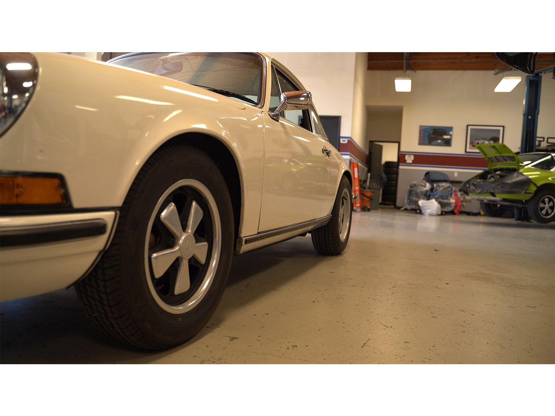 1973-classic-porsche-911t-sportomatic-original-makellos-classics_0015_tangerine104.MP4.01_46_40_19.Still002.jpg