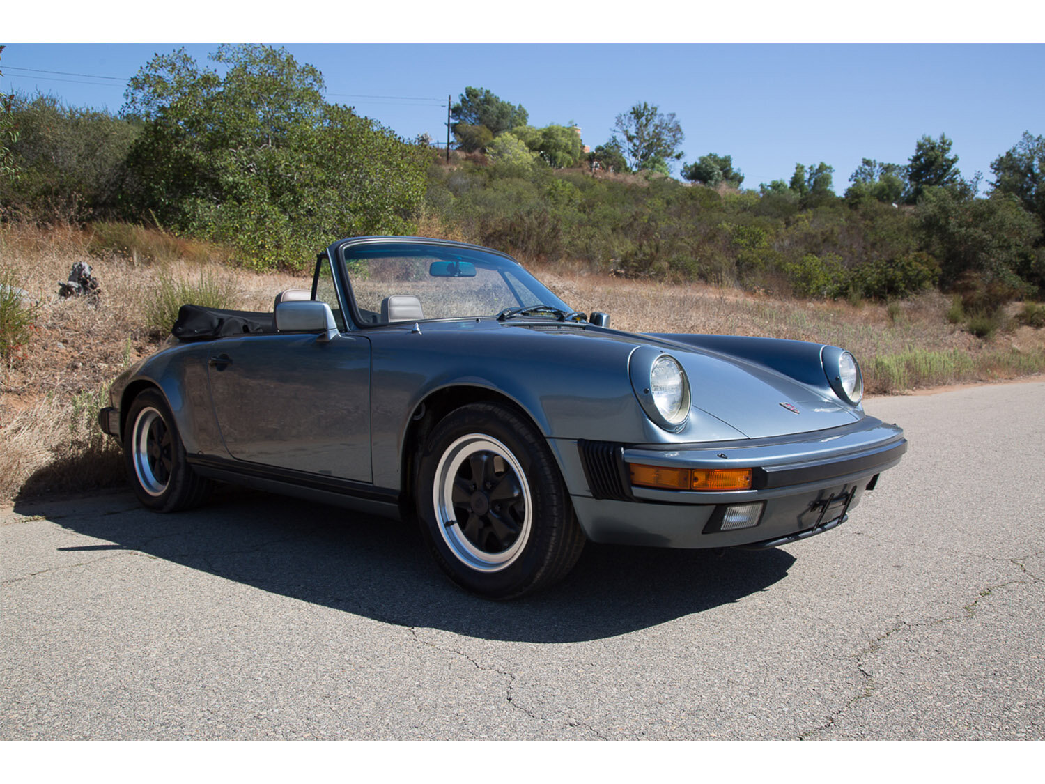 1984-carrera-cabriolet-slate-blue-911-sc-for-sale-makellos-classics_0001s_0000s_0031_1B7A6599.jpg