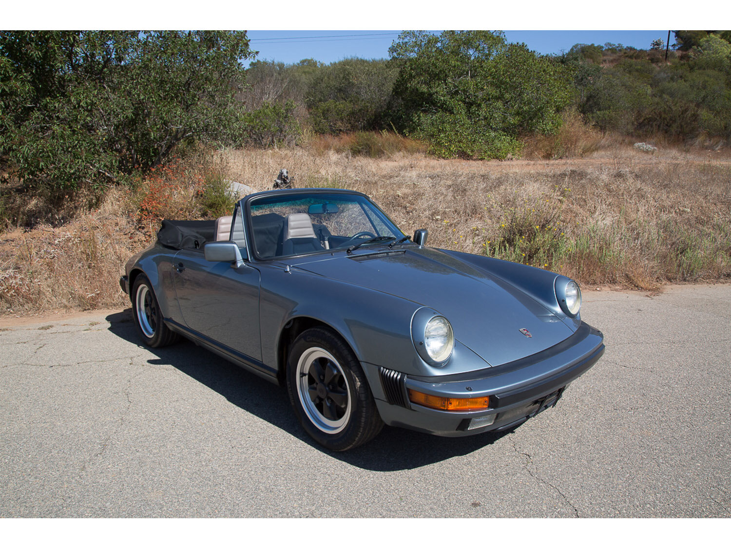 1984-carrera-cabriolet-slate-blue-911-sc-for-sale-makellos-classics_0001s_0000s_0032_1B7A6597.jpg