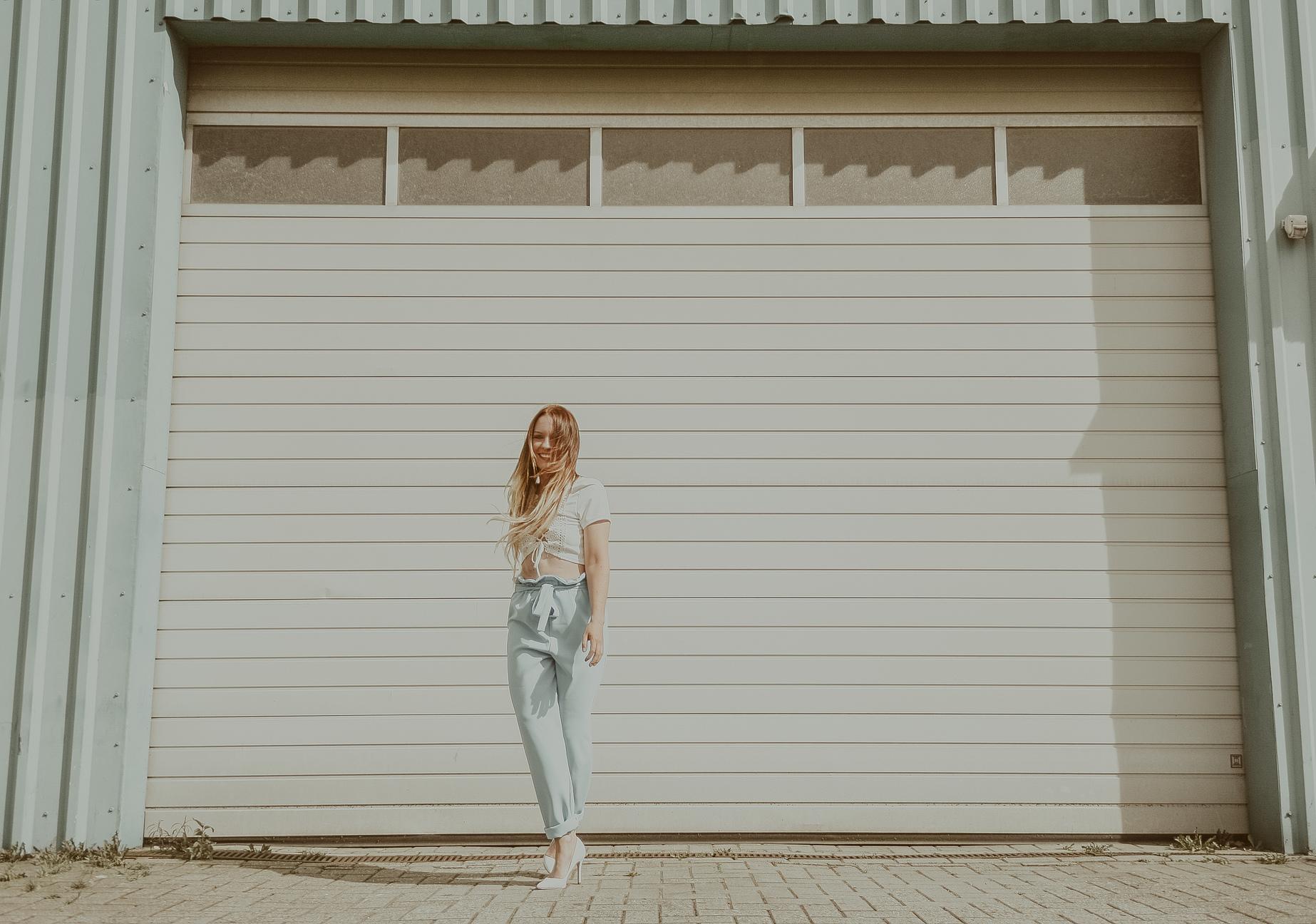 Pastel Summer Photoshoot with Kerstin Schauer photographed by  www.herprettybravesoul.com  in Osnabrück, Germany. Pastel, Summer, Sommer, Burda Style, Burda Style Germany, Paperbag Hose, Paperbag, Nähen, Nähbloggerin, Nähen macht glücklich, sewing, sewing blogger, Portraitfotografie, portraitphotography, pastel blue, white, extentions, girl, Niedersachsen, Münster, Dortmund, Bremen