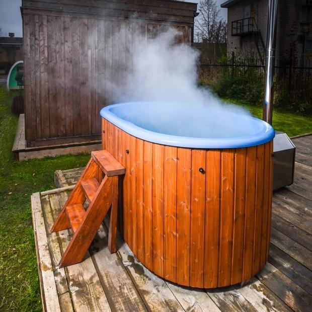 Ofuro-stampen - Badestampen måler 185 x 125cm og rommer 750 liter.Denne modellen er i glassfiber, med utvendig ovn, kan fås eggeskallfarget, blå eller grå, og kan leveres med elektrisk oppvarming og med lokk.