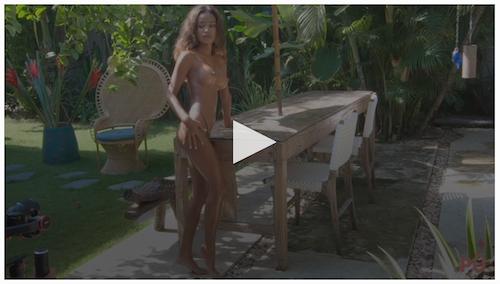 putri-cinta-model-live-stream-sunbathing-in-the-garden-nude