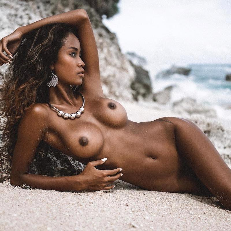 putri-cinta-wet-and-wild-nude-image