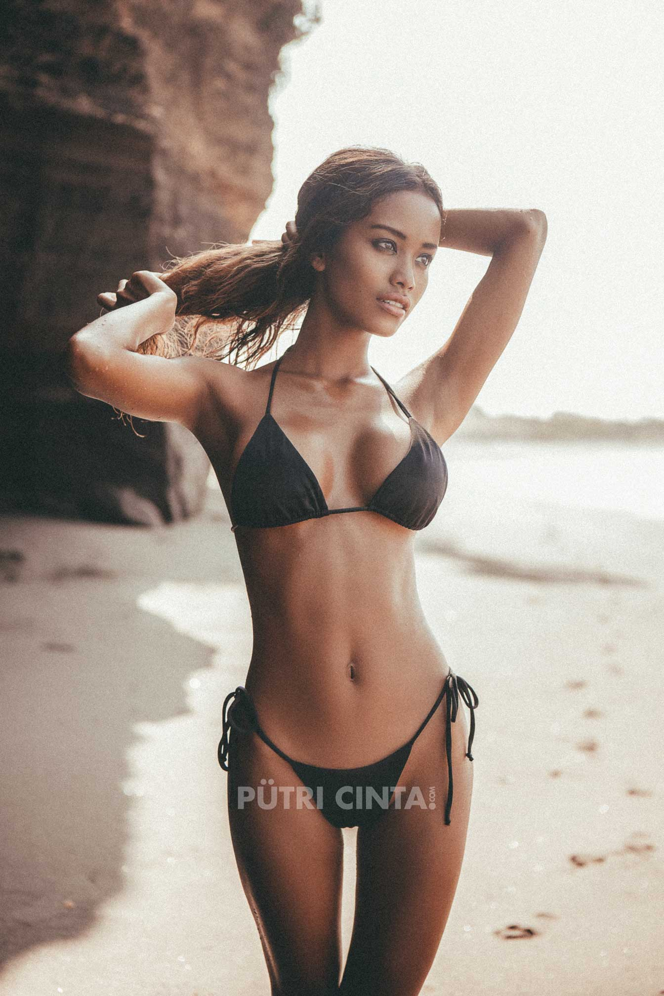 PutriCinta.com-002-Black-Sand-Black-Heart1.jpg