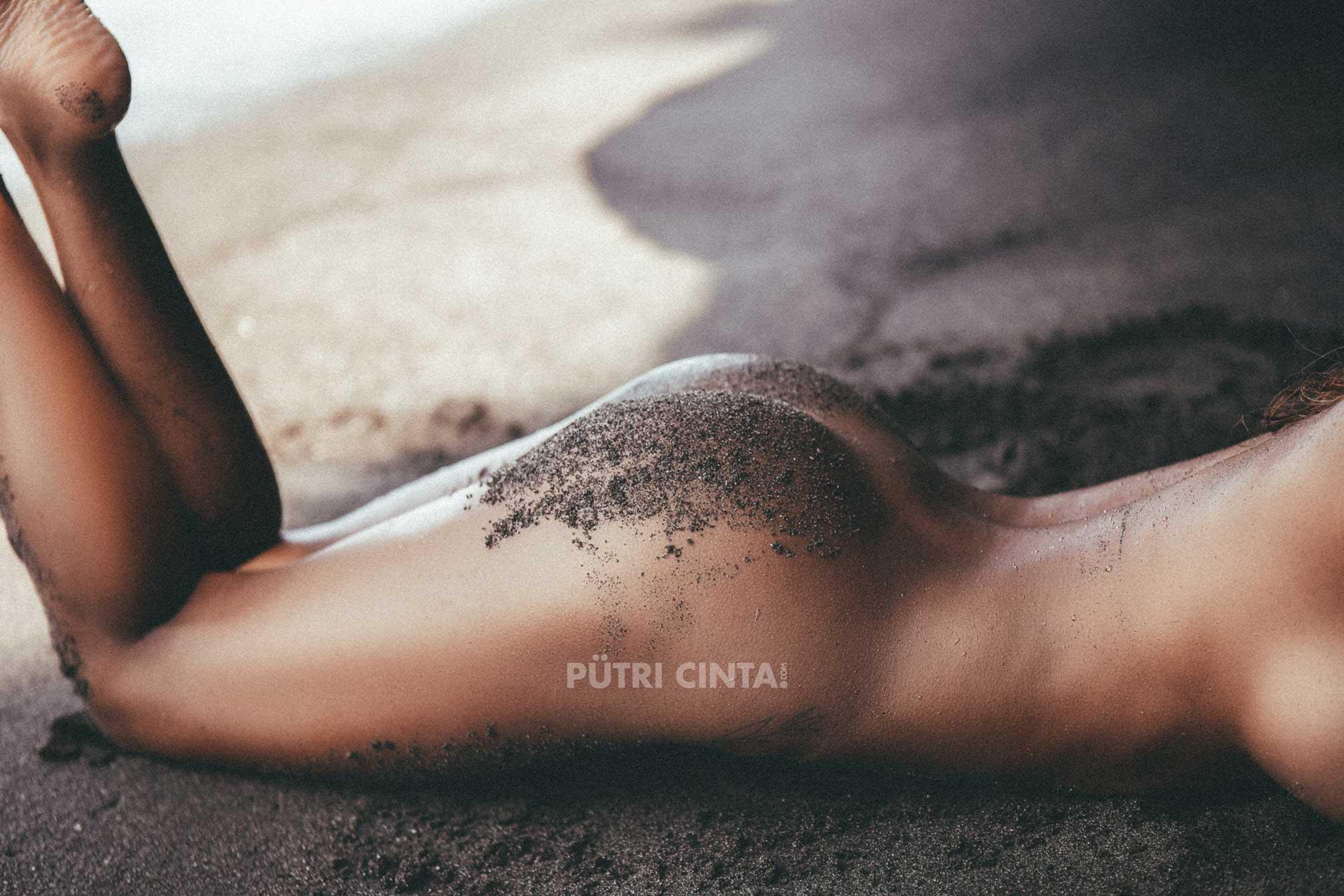 PutriCinta.com-002-Black-Sand-Black-Heart44.jpg