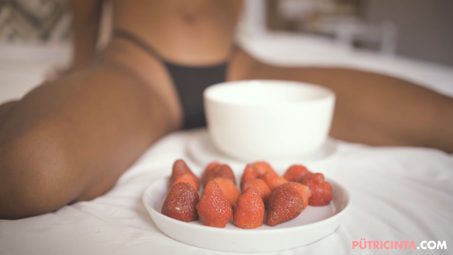 018-Strawberries-in-bed-stills-43.jpg