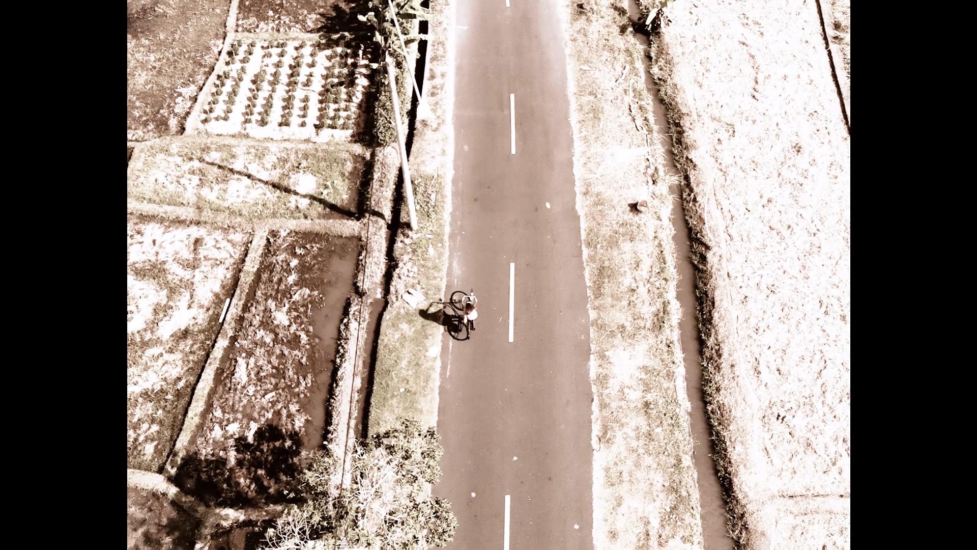 024-cyclingcommando-Putri-Cinta-teaser-stills-1.jpg