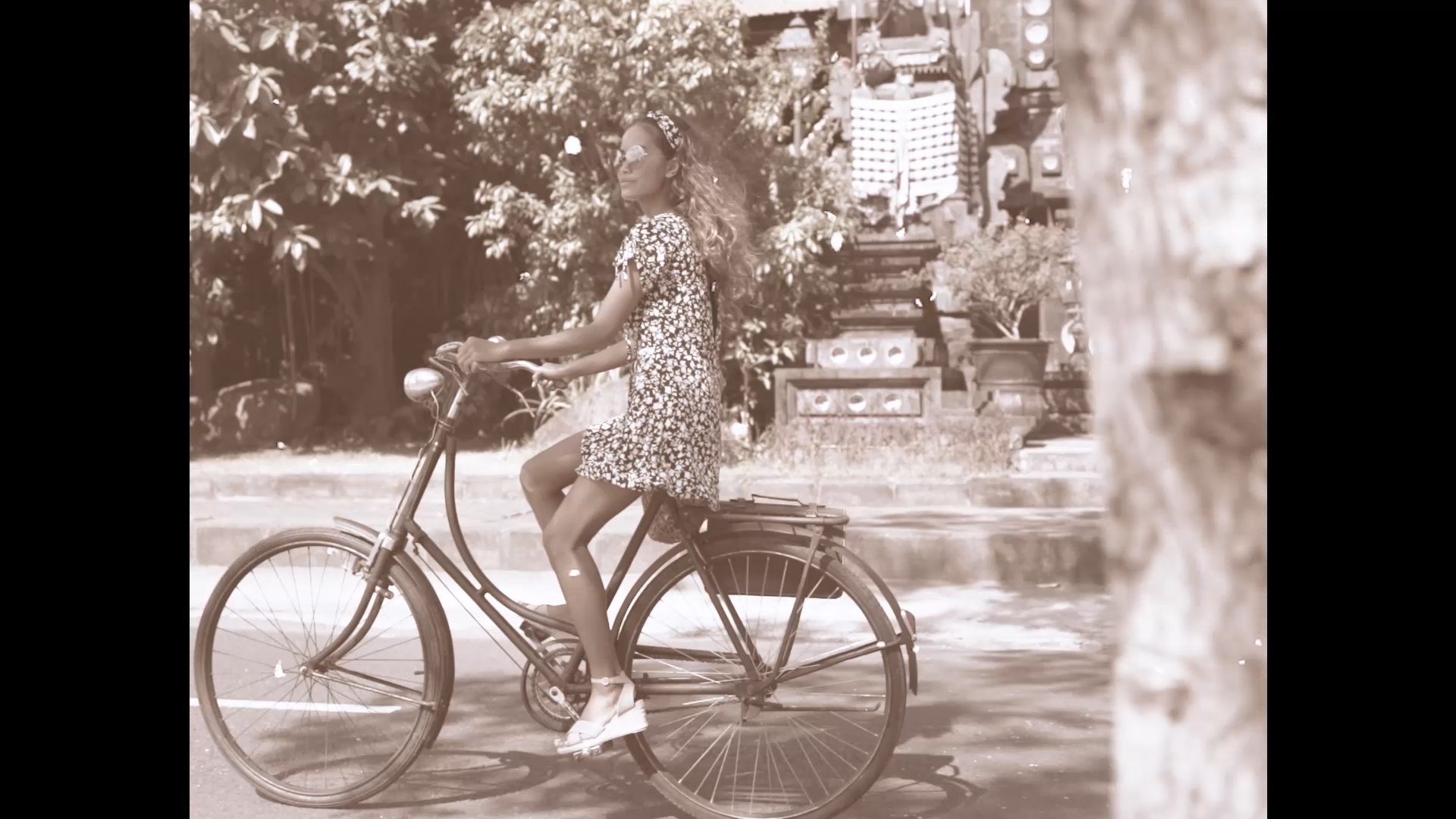 024-cyclingcommando-Putri-Cinta-teaser-stills-4.jpg