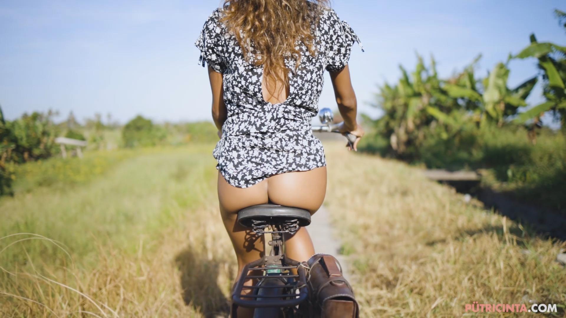 024-cyclingcommando-Putri-Cinta-teaser-stills-8.jpg