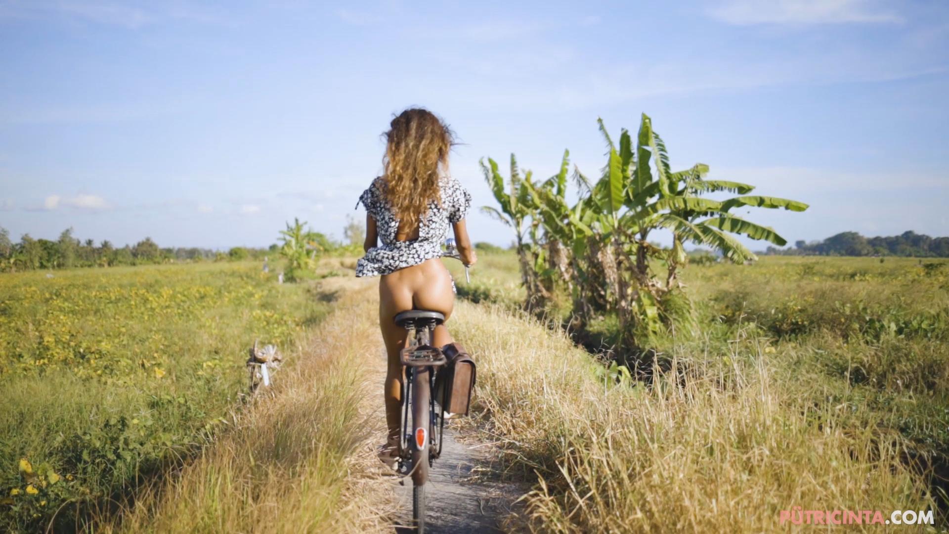 024-cyclingcommando-Putri-Cinta-teaser-stills-7.jpg