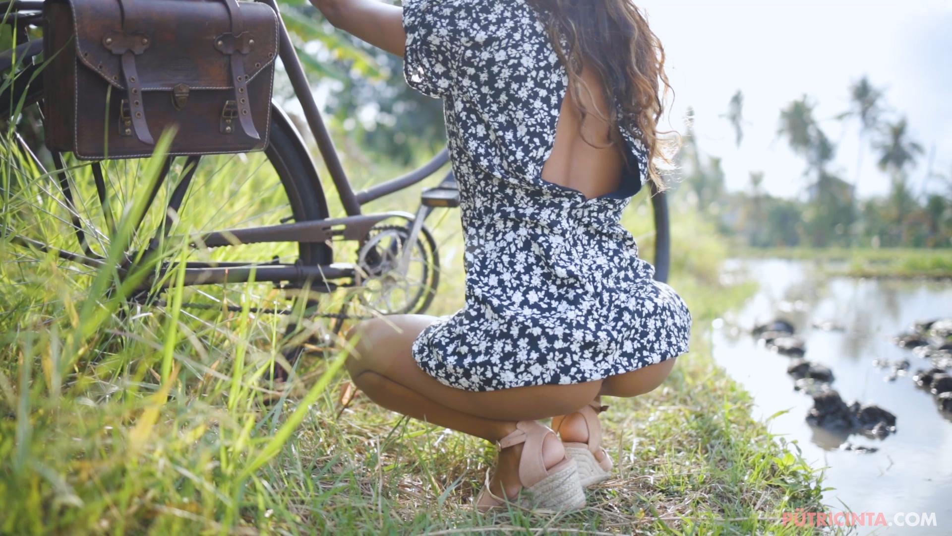 024-cyclingcommando-Putri-Cinta-teaser-stills-9.jpg