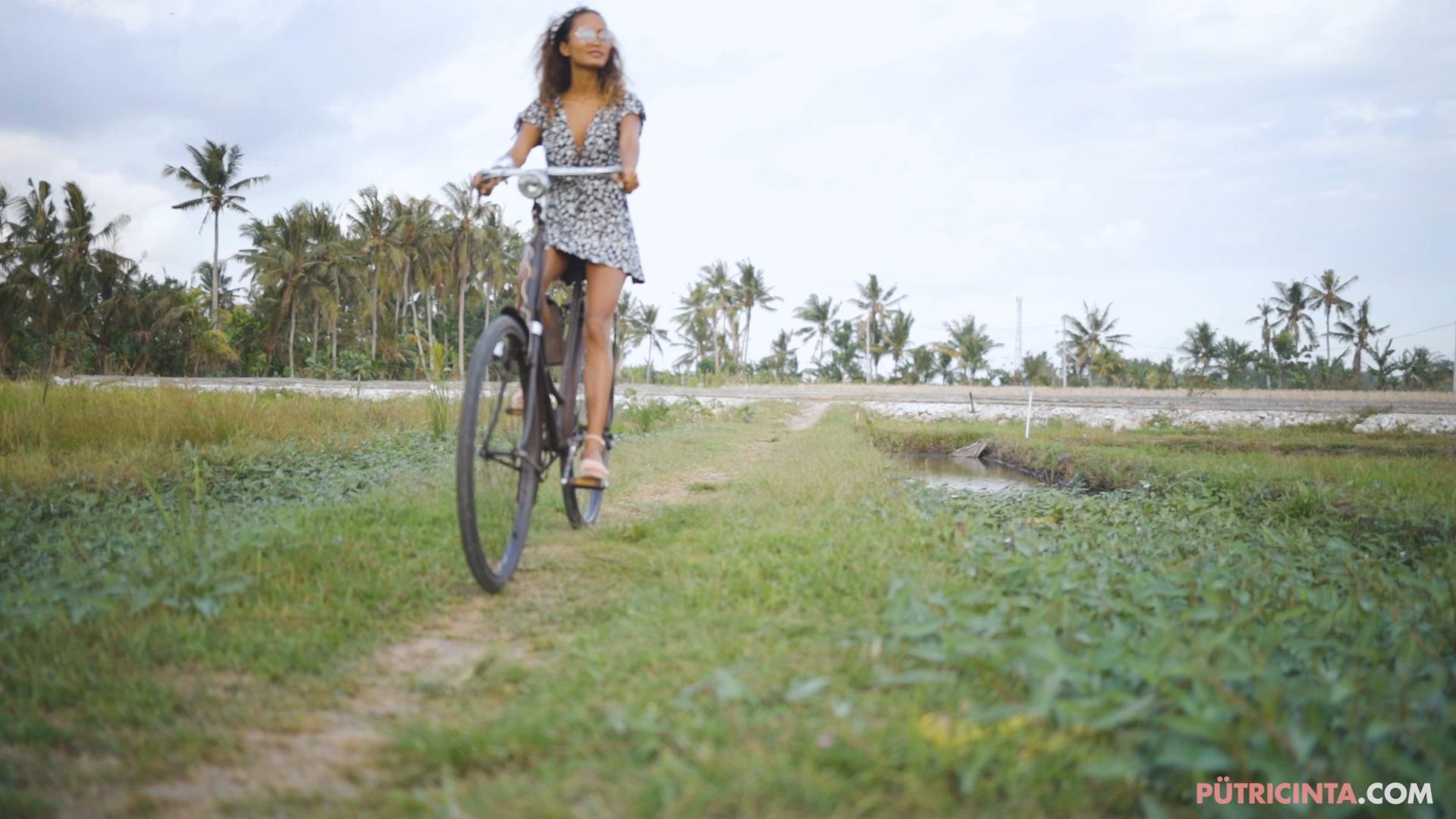 024-cyclingcommando-Putri-Cinta-teaser-stills-11.jpg