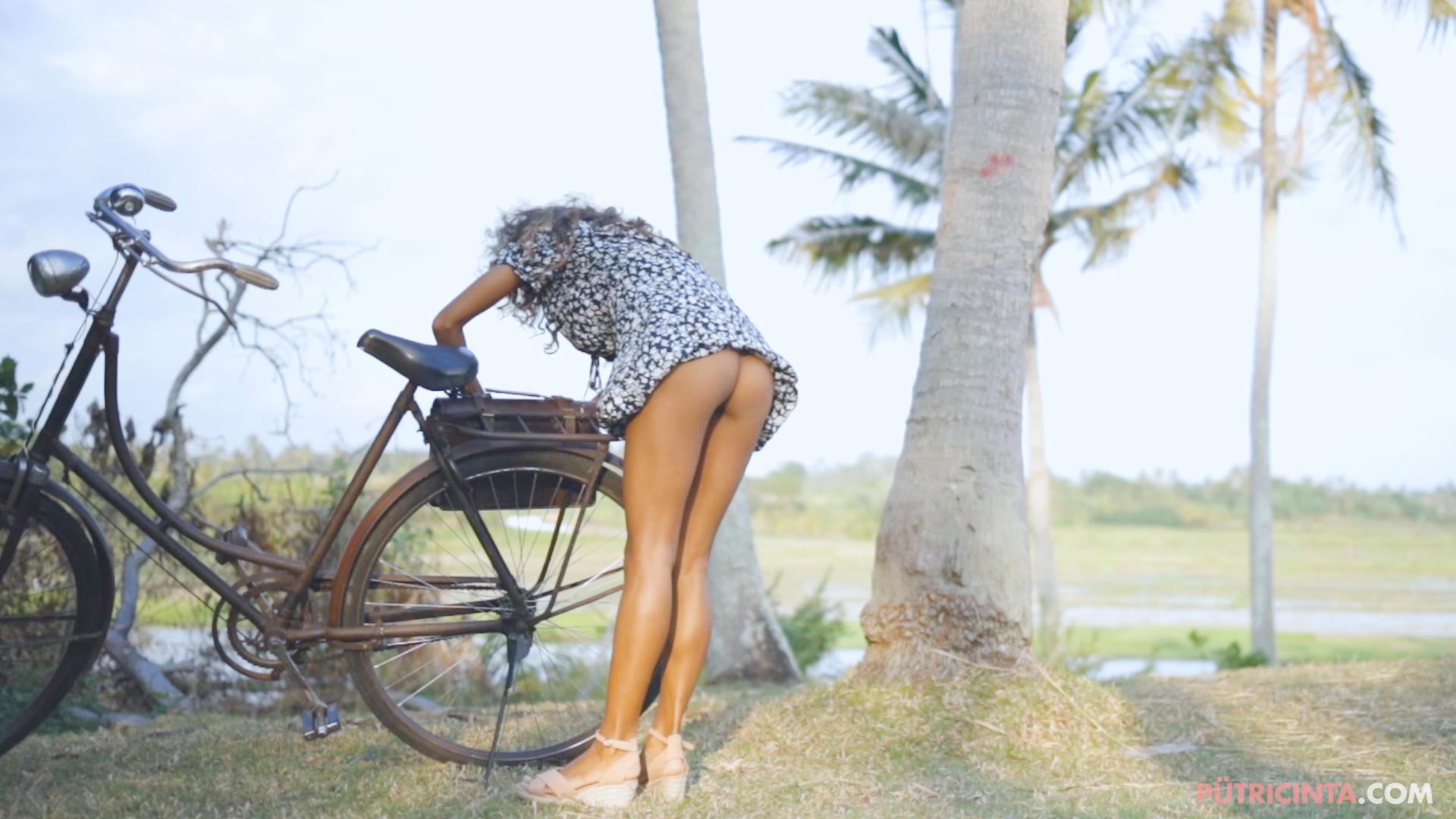 024-cyclingcommando-Putri-Cinta-teaser-stills-12.jpg