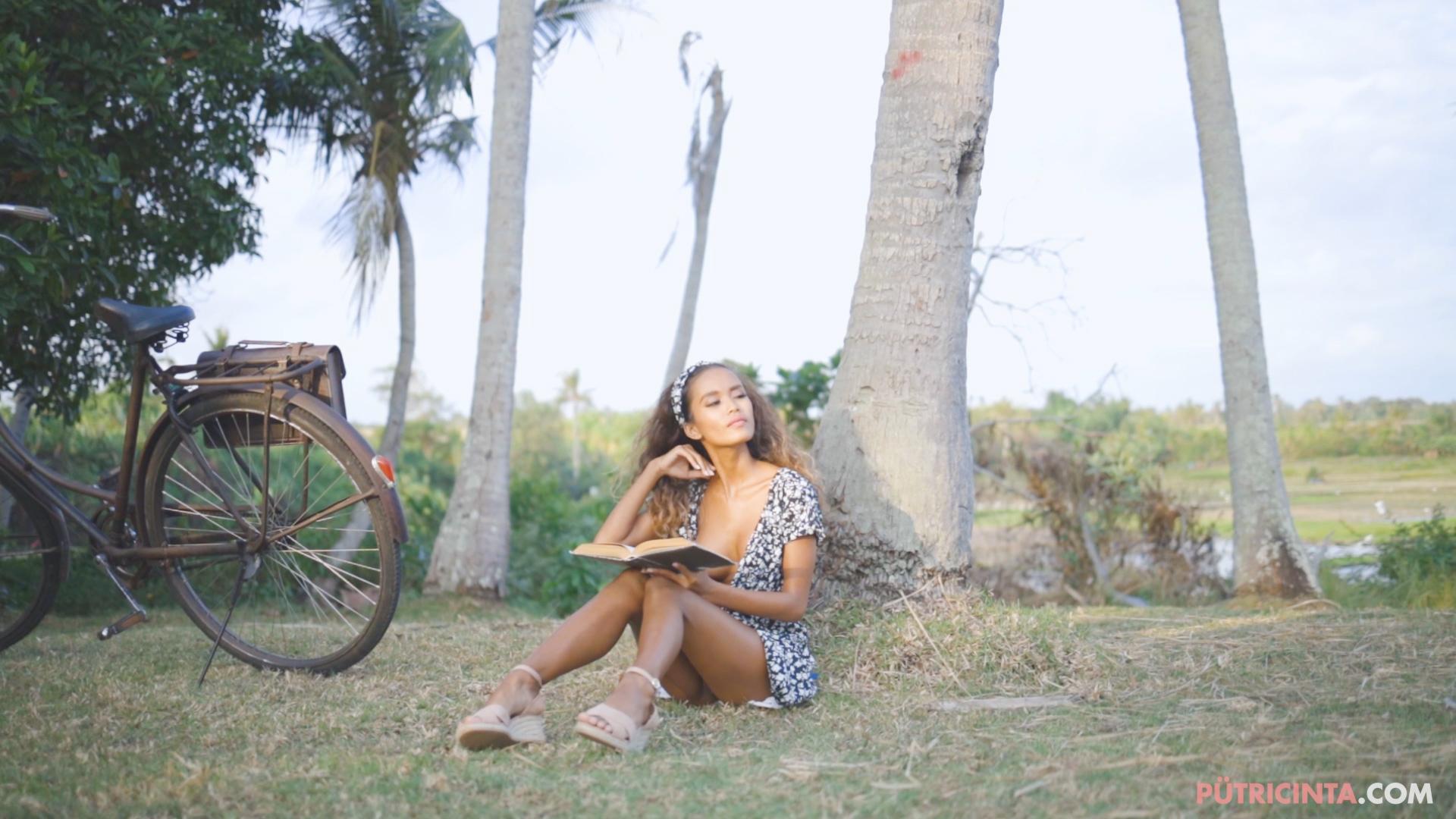 024-cyclingcommando-Putri-Cinta-teaser-stills-15.jpg
