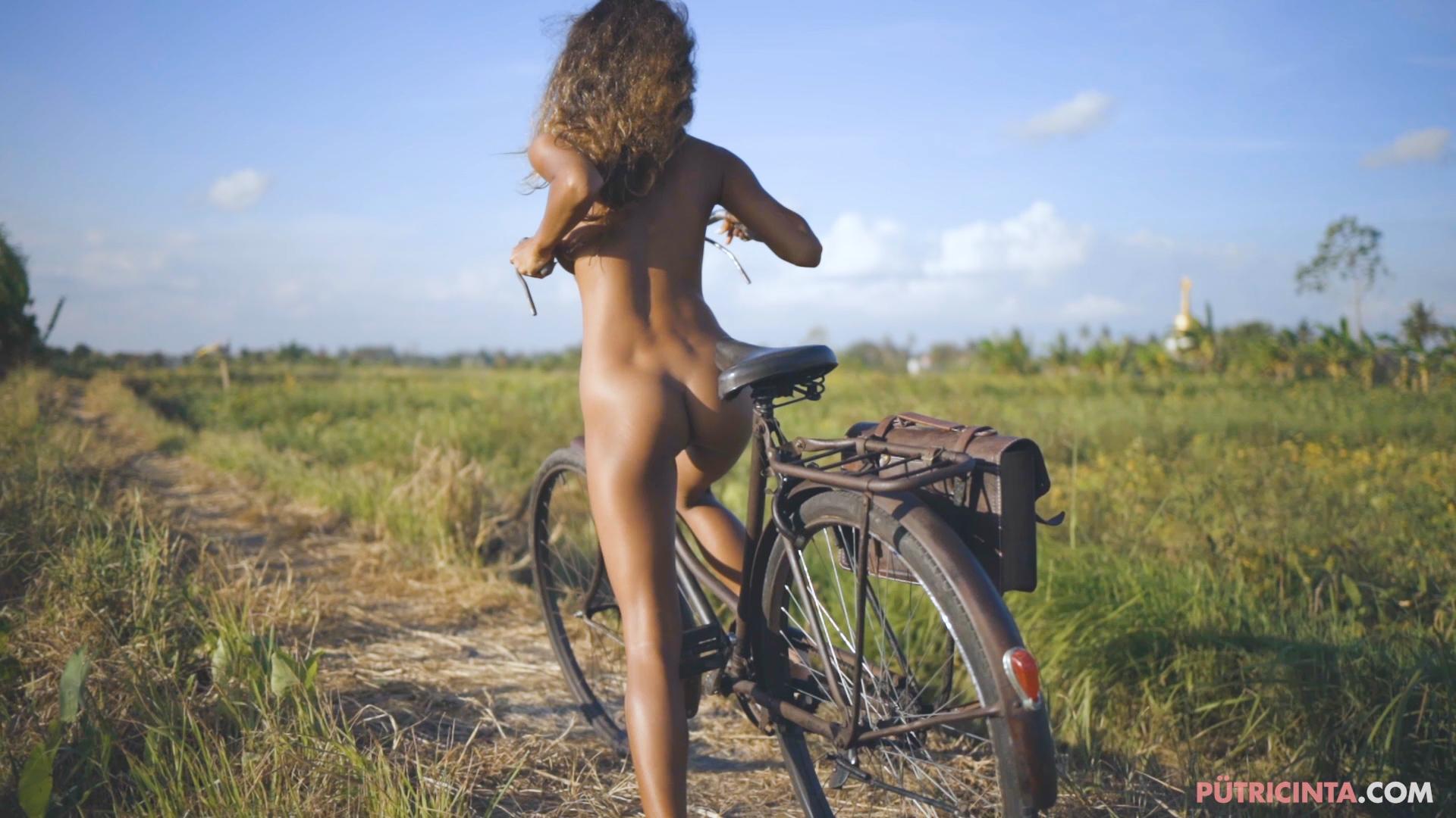 024-cyclingcommando-Putri-Cinta-teaser-stills-20.jpg