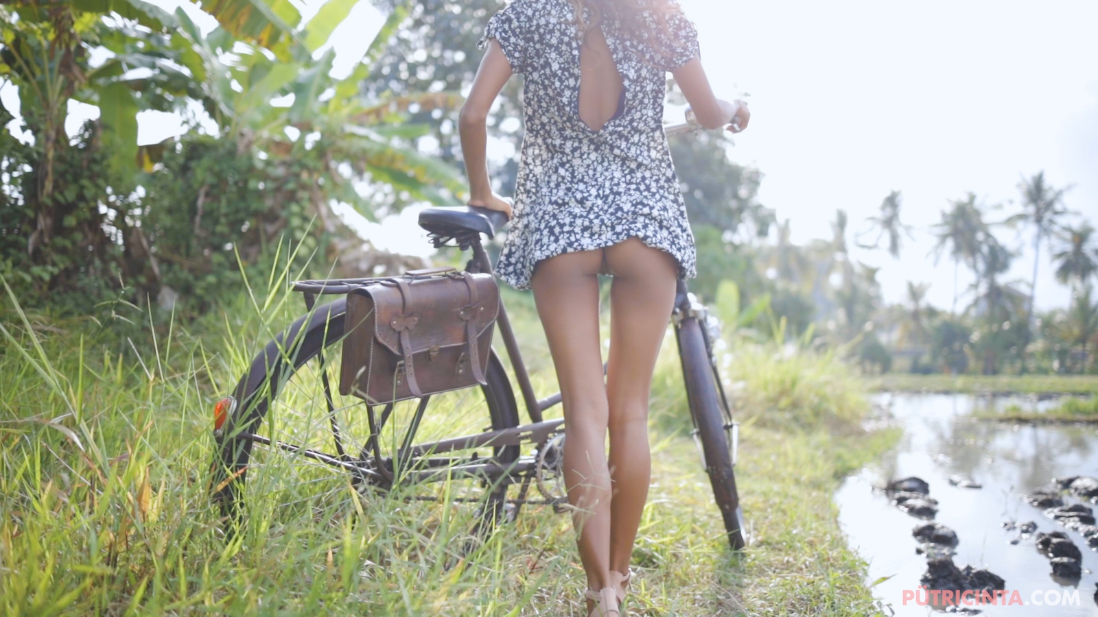 024-cyclingcommando-Putri-Cinta-Mainvid-stills-38.jpg