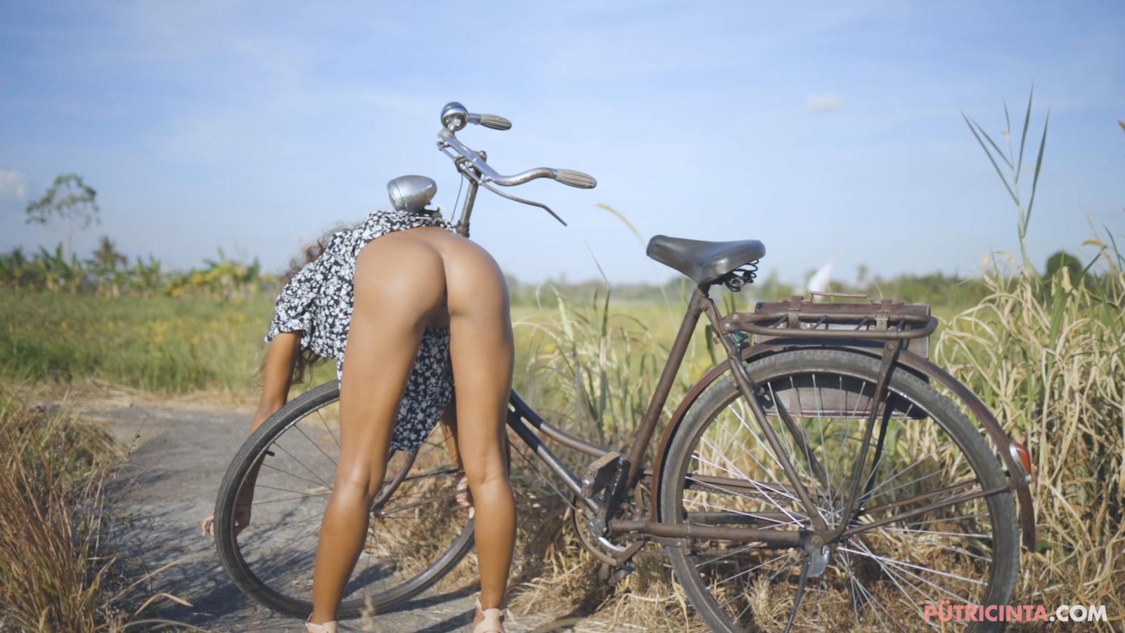 024-cyclingcommando-Putri-Cinta-Mainvid-stills-64.jpg