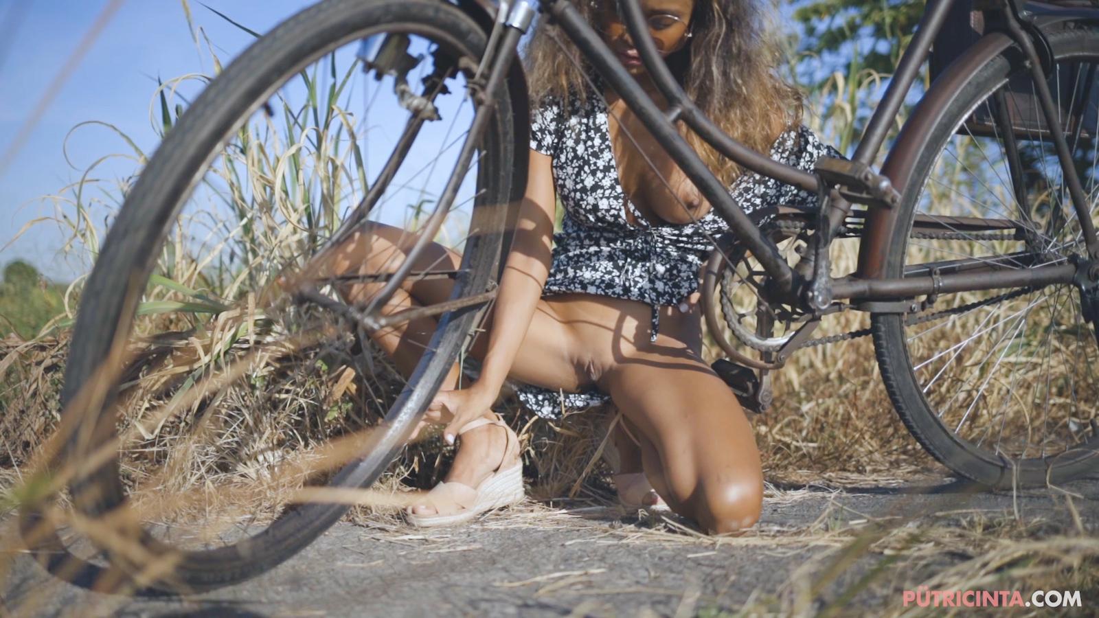 024-cyclingcommando-Putri-Cinta-Mainvid-stills-63.jpg