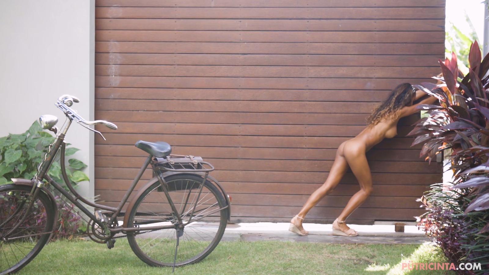 024-cyclingcommando-Putri-Cinta-Mainvid-stills-83.jpg