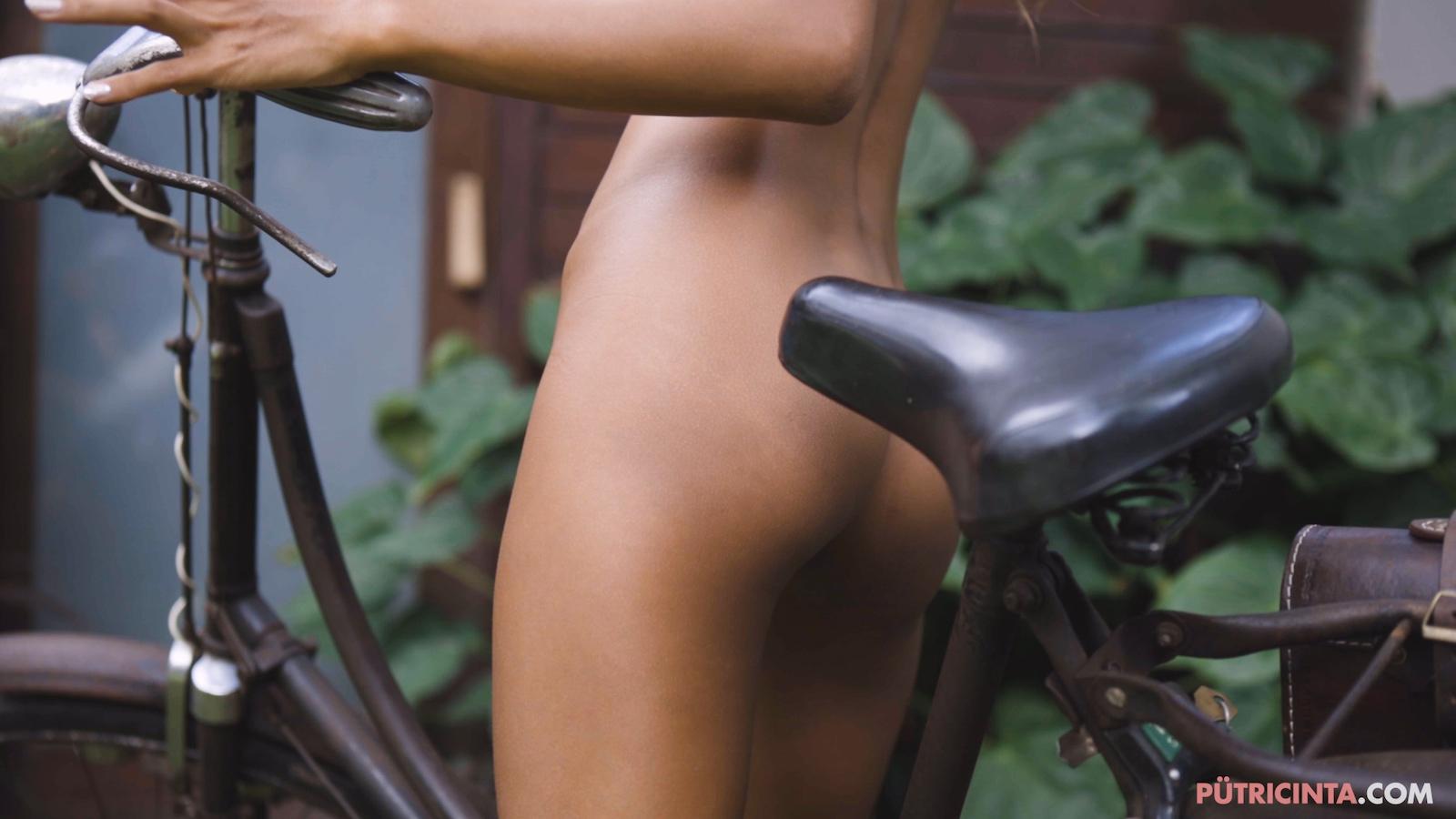 024-cyclingcommando-Putri-Cinta-Mainvid-stills-89.jpg
