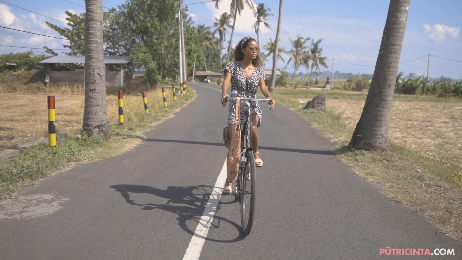 024-cyclingcommando-Putri-Cinta-BTS-stills-15.jpg