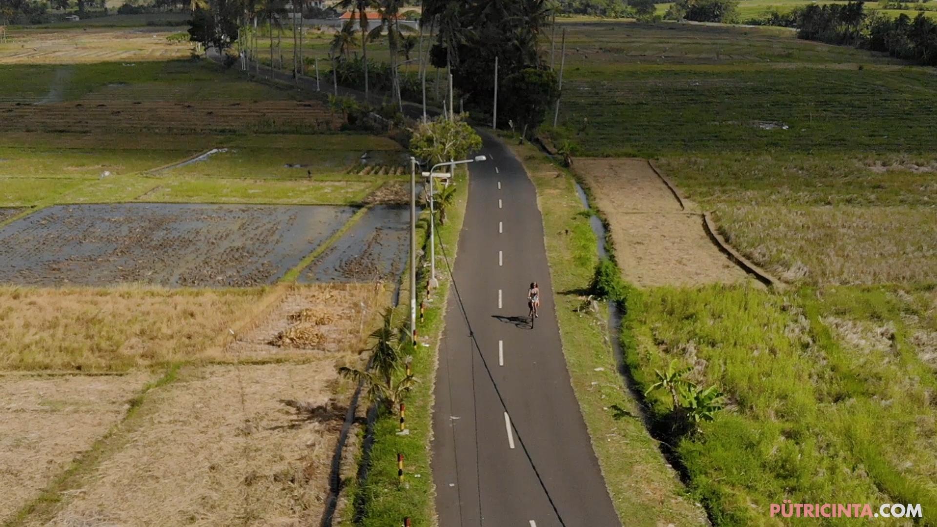 024-cyclingcommando-Putri-Cinta-BTS-stills-16.jpg