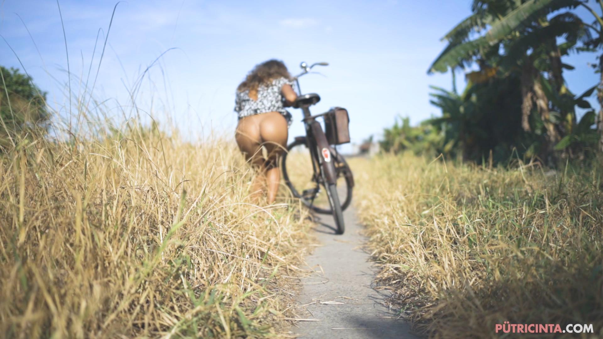 024-cyclingcommando-Putri-Cinta-BTS-stills-19.jpg