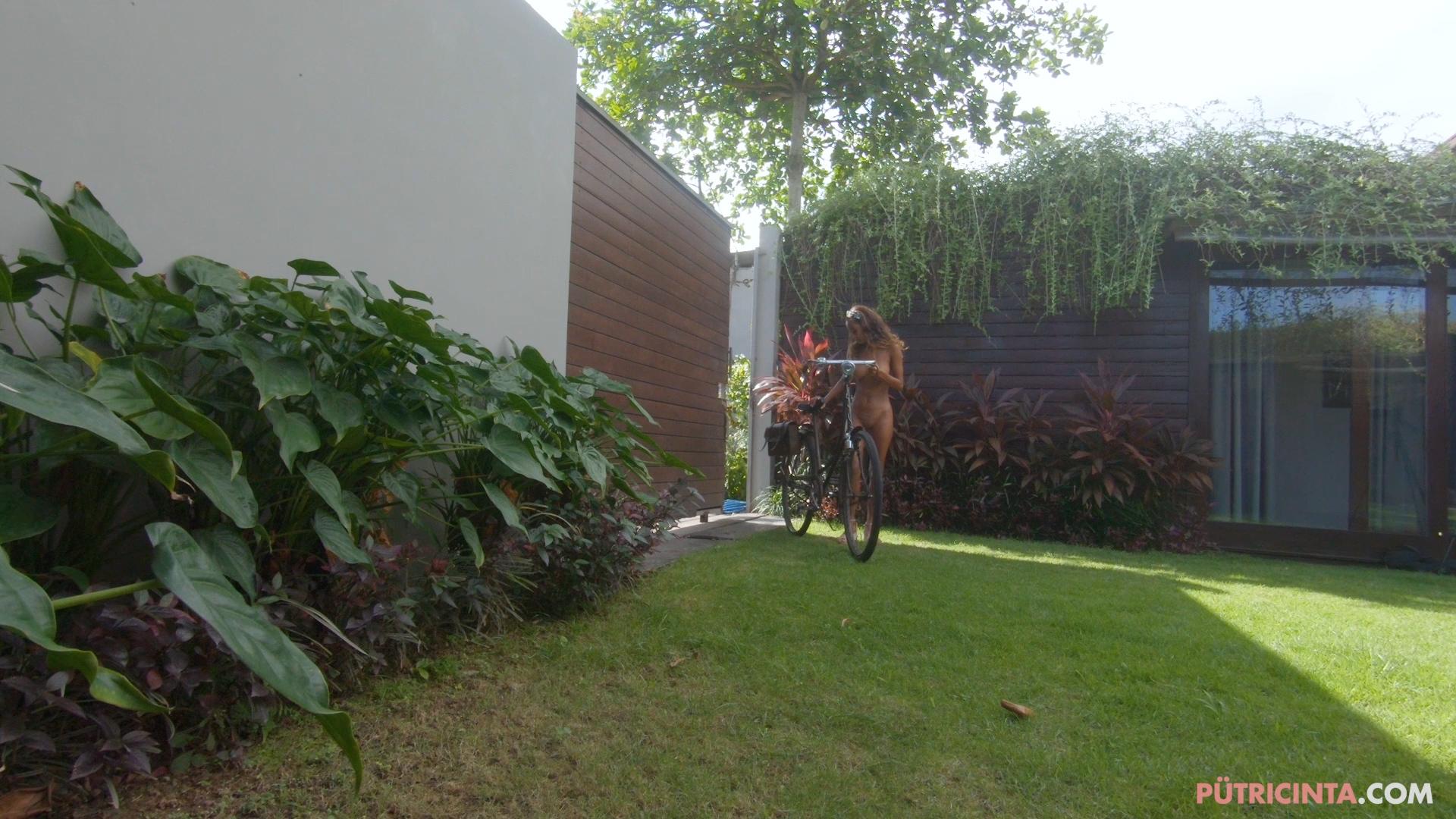 024-cyclingcommando-Putri-Cinta-BTS-stills-26.jpg