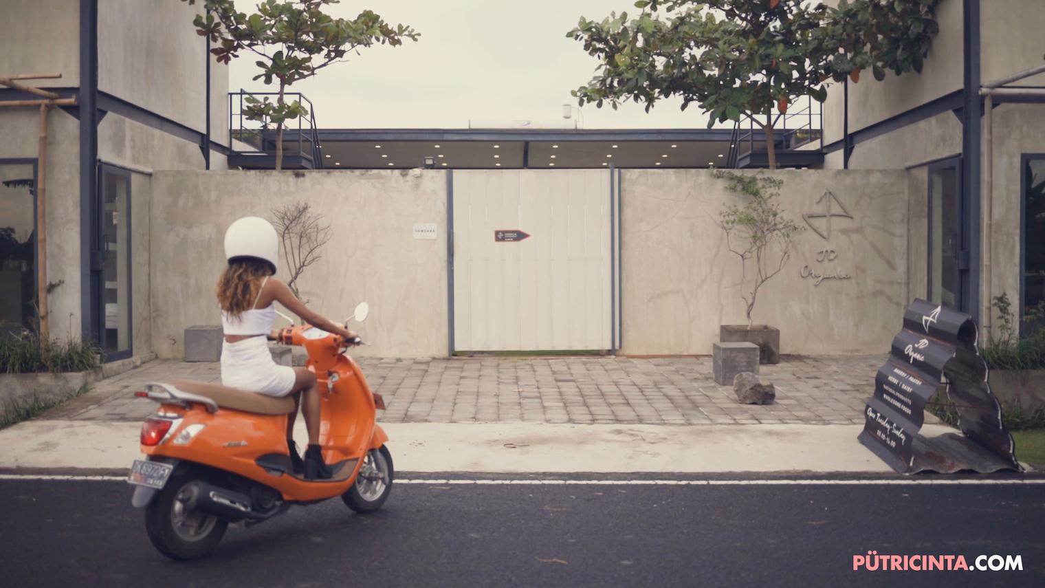 025-BikeWash-Putri-Cinta-Teaser-Stills-2.jpg