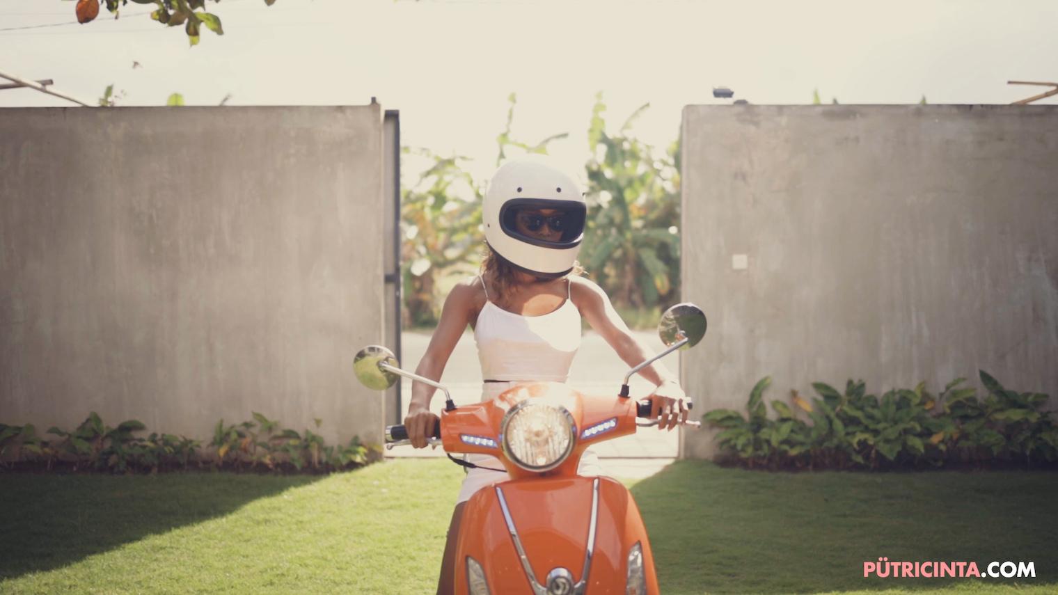 025-BikeWash-Putri-Cinta-Teaser-Stills-5.jpg
