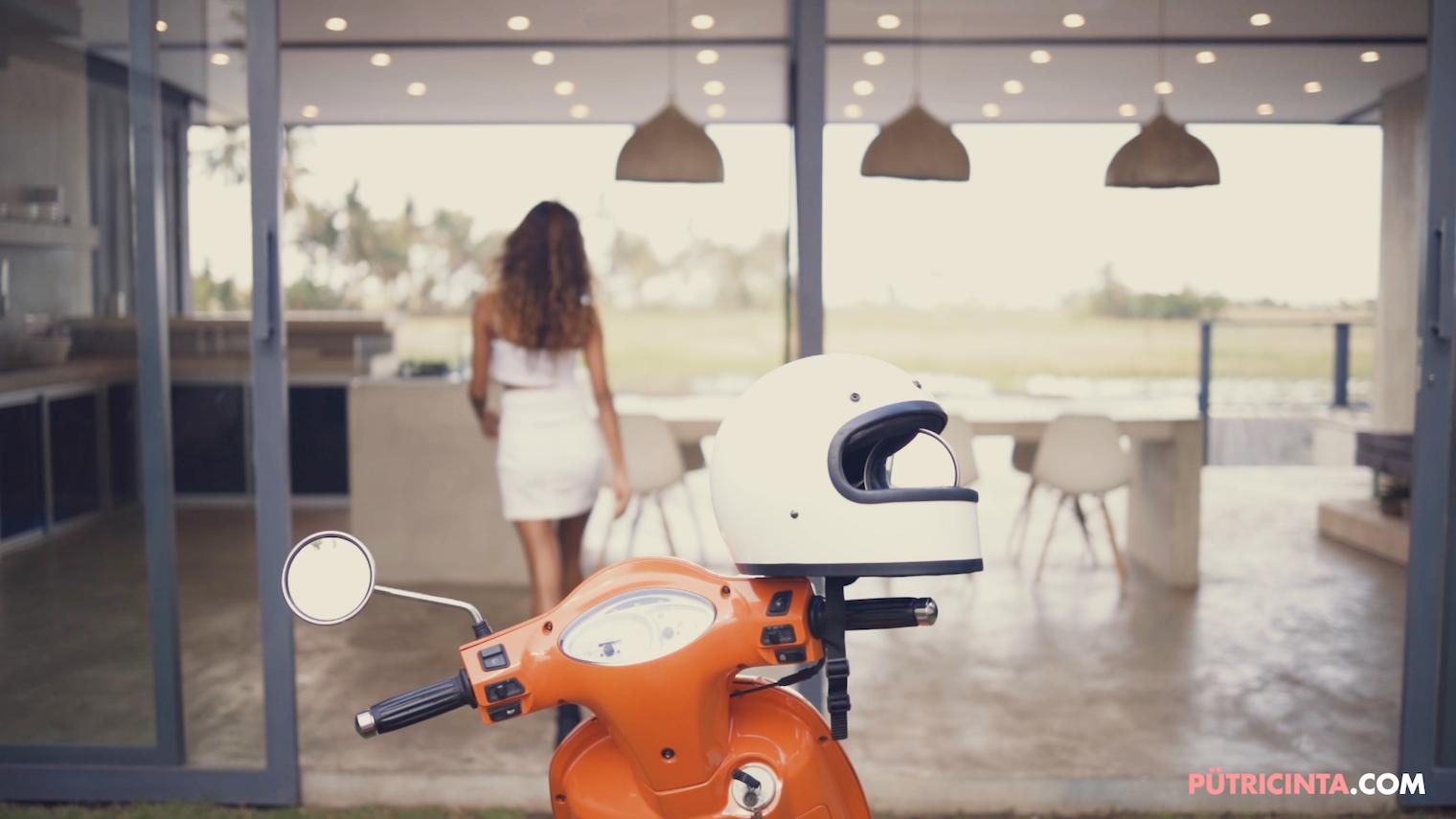 025-BikeWash-Putri-Cinta-Teaser-Stills-8.jpg
