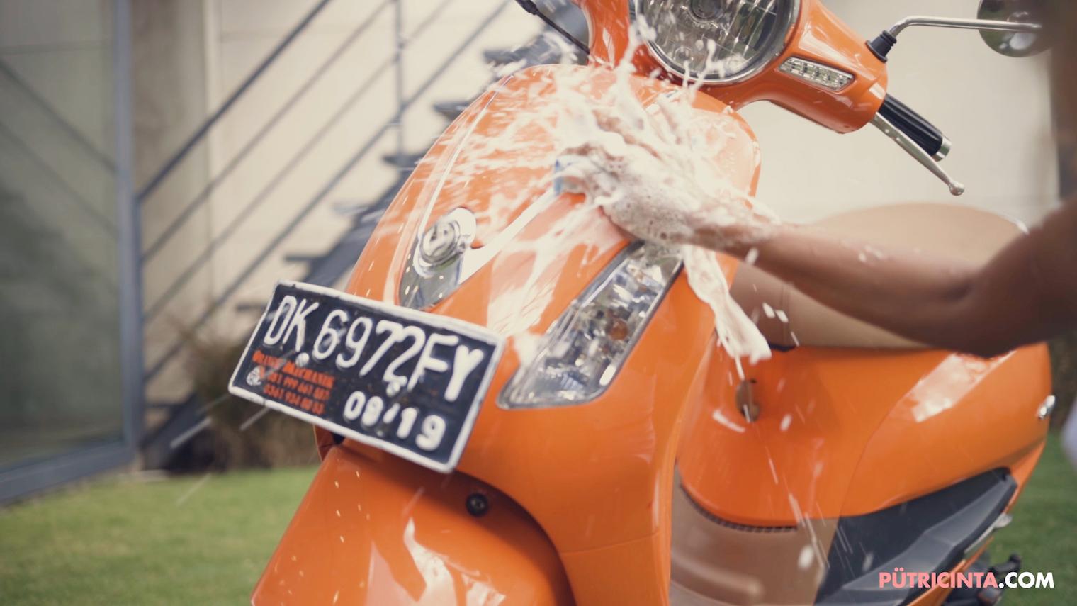 025-BikeWash-Putri-Cinta-Teaser-Stills-13.jpg