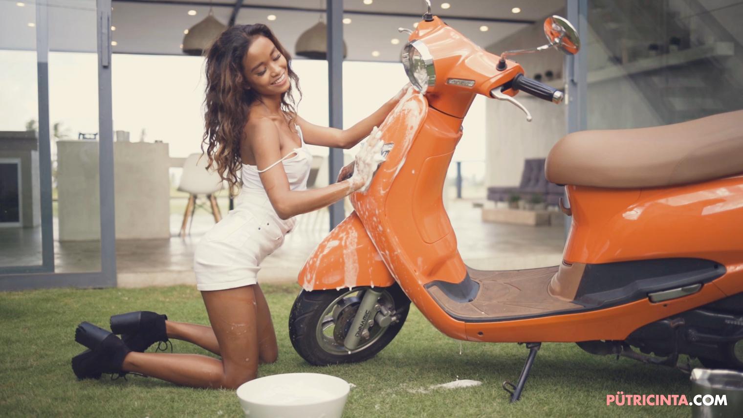 025-BikeWash-Putri-Cinta-Teaser-Stills-14.jpg