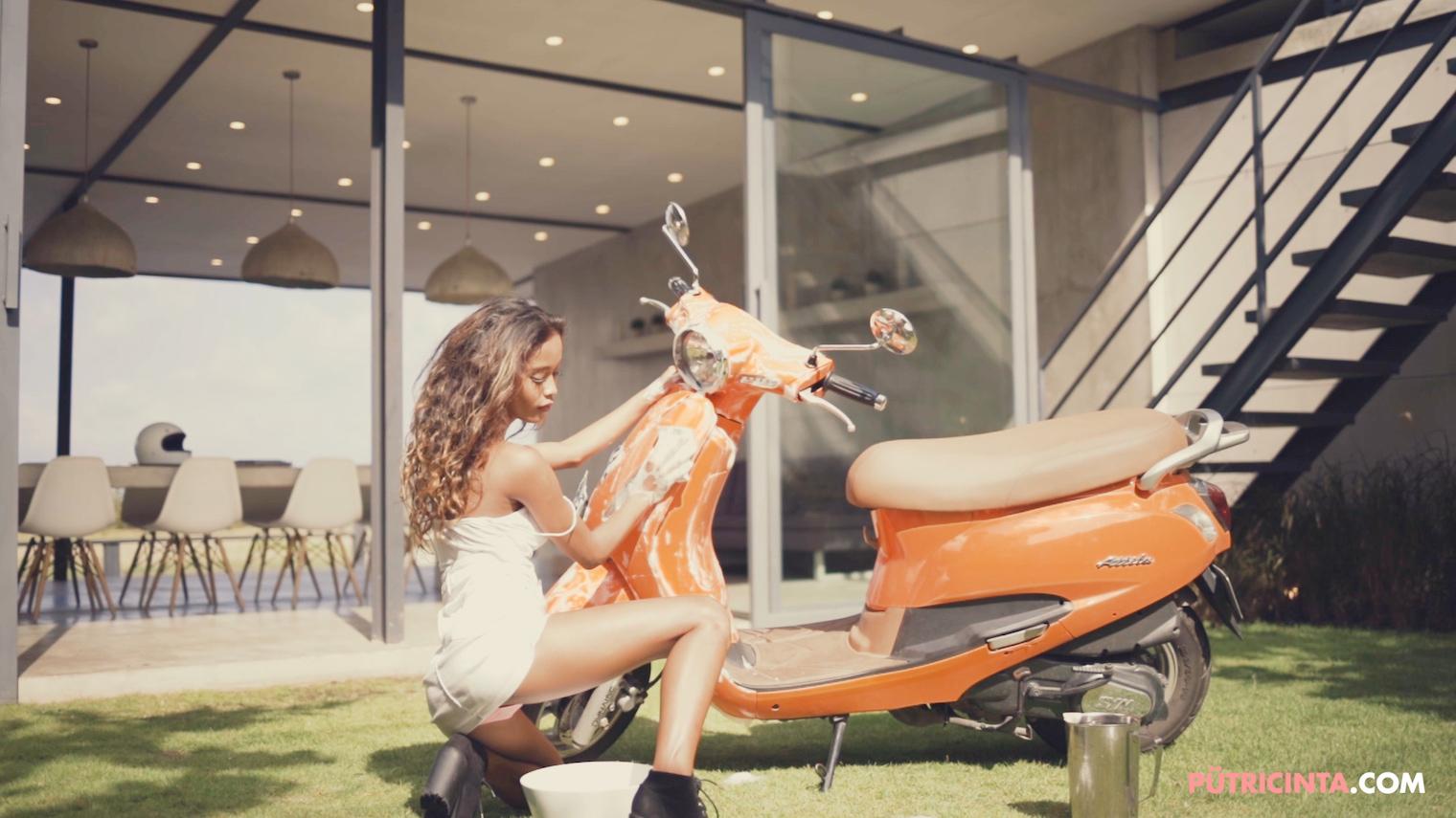 025-BikeWash-Putri-Cinta-Teaser-Stills-16.jpg