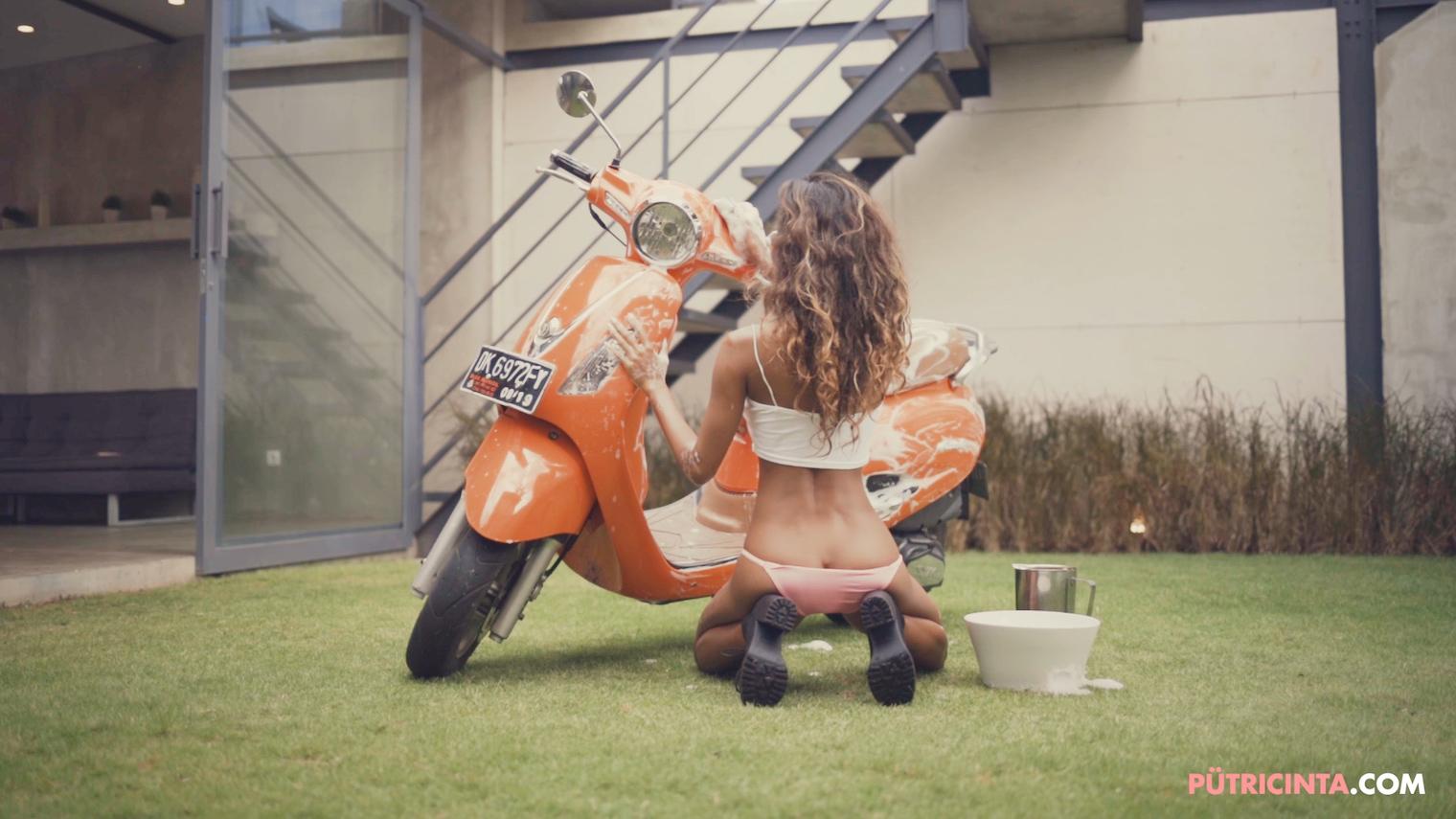 025-BikeWash-Putri-Cinta-Teaser-Stills-27.jpg