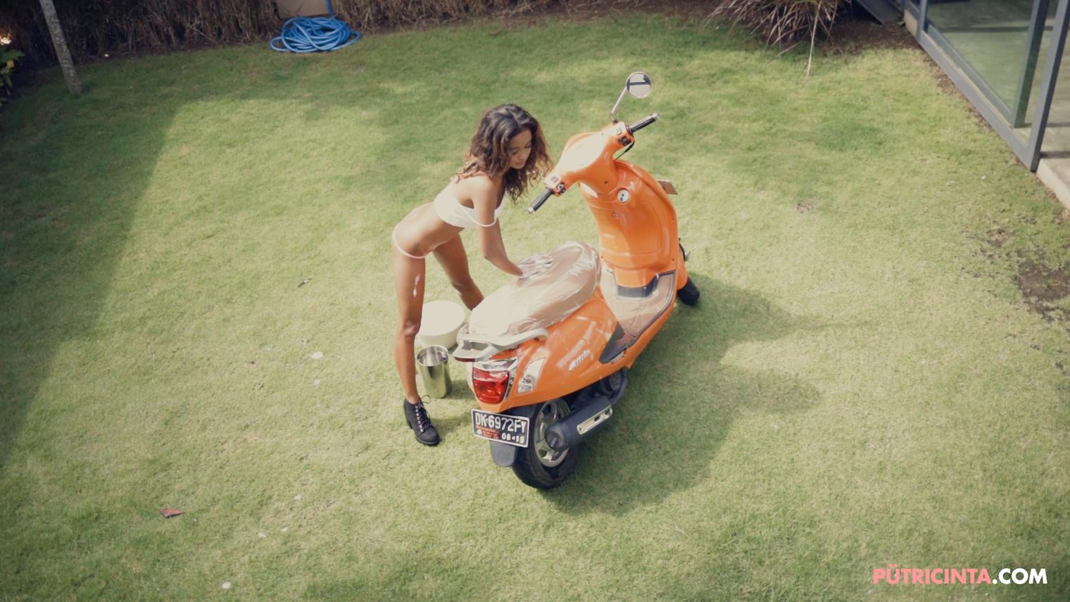 025-BikeWash-Putri-Cinta-Teaser-Stills-28.jpg