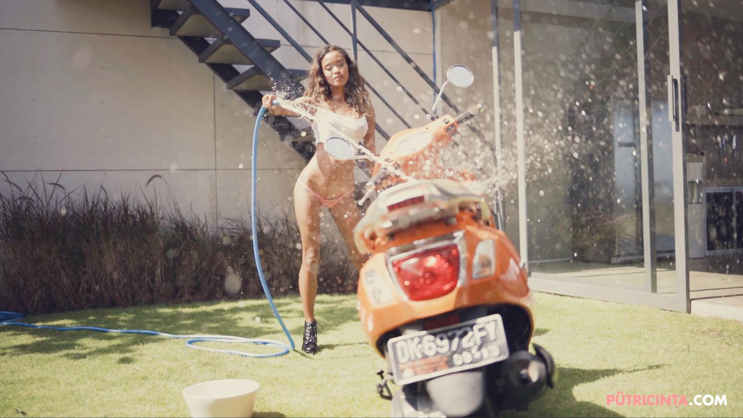 025-BikeWash-Putri-Cinta-Teaser-Stills-30.jpg