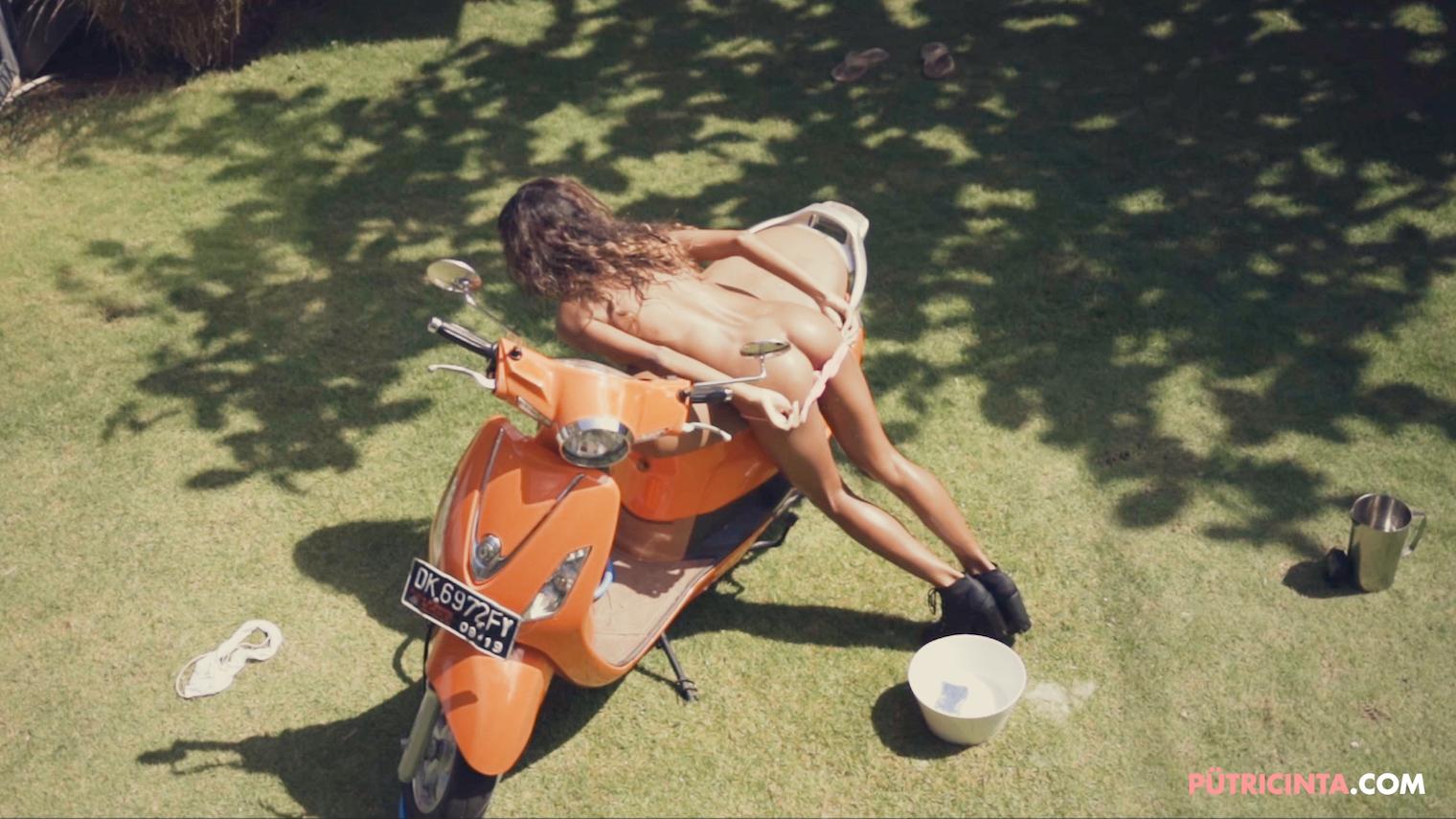 025-BikeWash-Putri-Cinta-Teaser-Stills-37.jpg