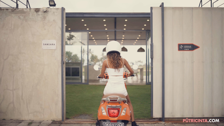 025-BikeWash-Putri-Cinta-Stills-1.jpg