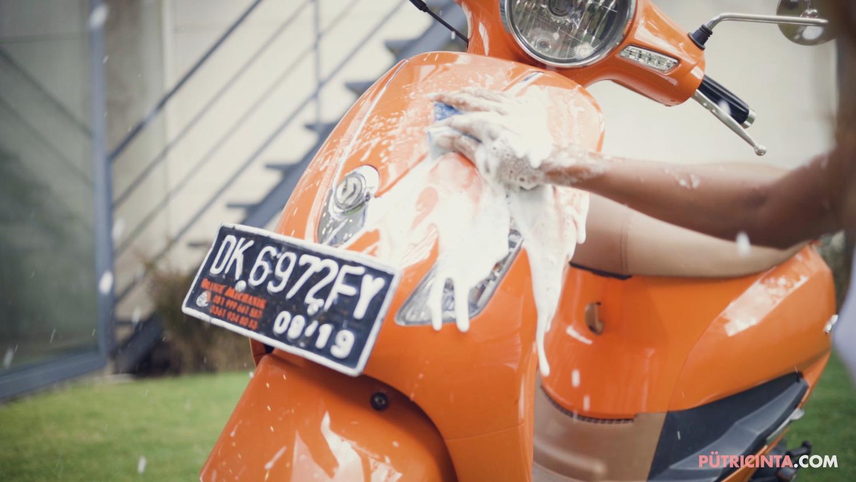 025-BikeWash-Putri-Cinta-Stills-17.jpg